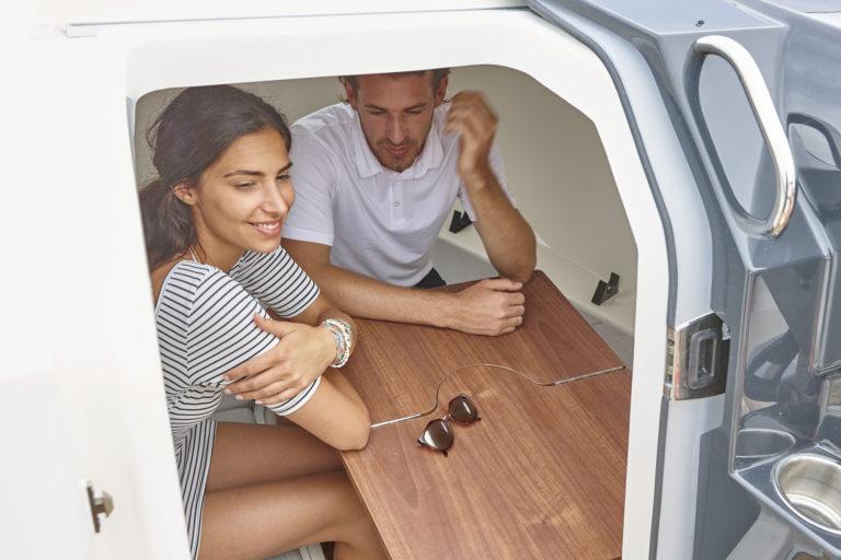 Каютный катер Activ 555 Cabin